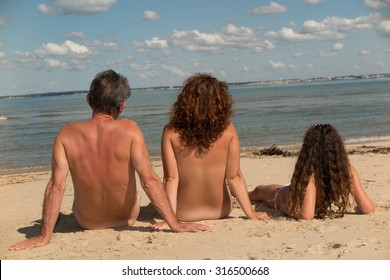 Nudism with family