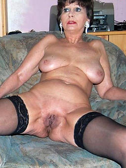 Old lady boob naked