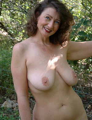 Sexy naked mature brunettes