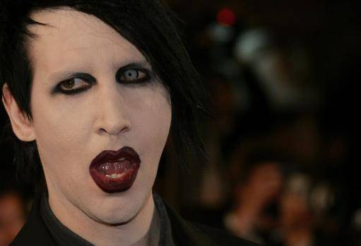 Can marilyn manson suck his own dick